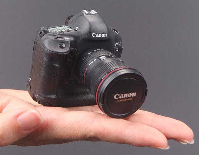 Stick USB in forma de mini-camera