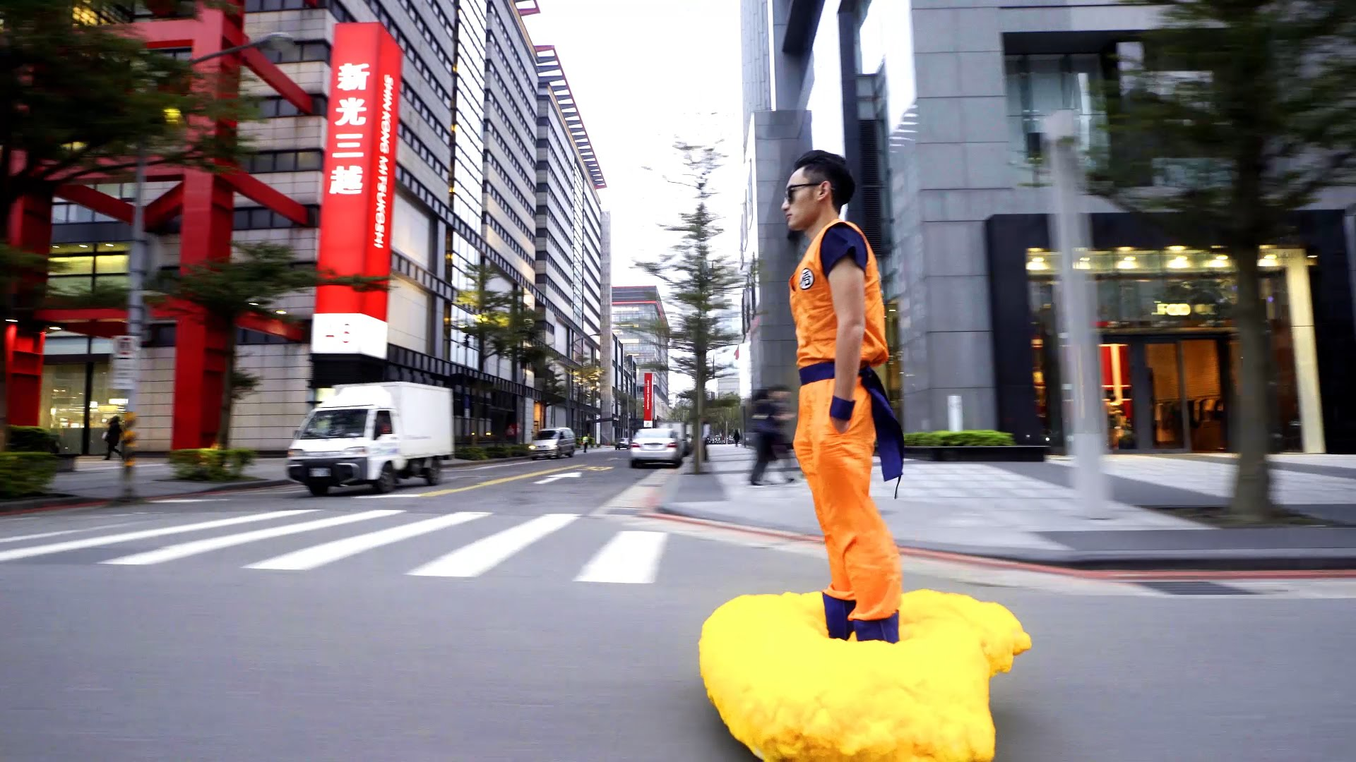 Hoverboard in forma de nor din Dragon Ball